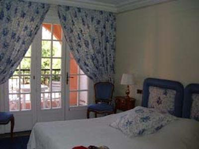 アンティーブのホテルの部屋.jpg
