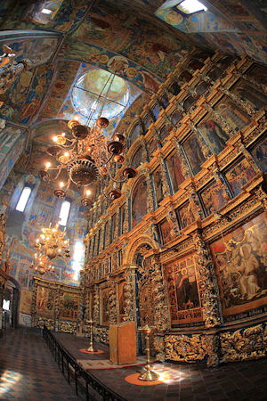 400px-Inside_of_Church_of_Elijah_the_Prophet_in_Yaroslavl.jpg