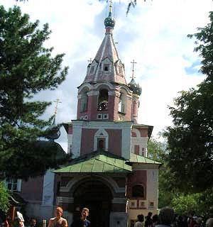 ウグリチ・血の上の教会入口.jpg